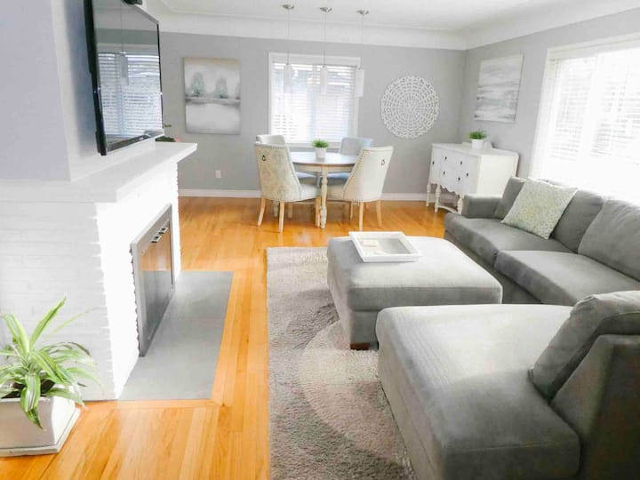 ★Family Friendly★ Minutes from DWTN Victoria   3BD