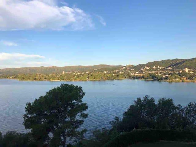 casa con vista al lago, excelente ubicación.