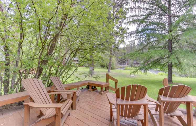Private cabin (10) located in the beautiful Metolius River Resort only Steps Away from the Metolius River - fishing, BBQ and more