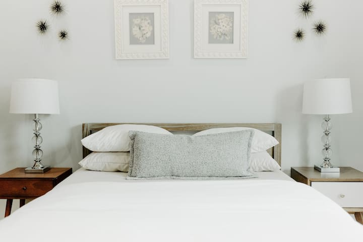 Queen bed with a new memory foam mattress