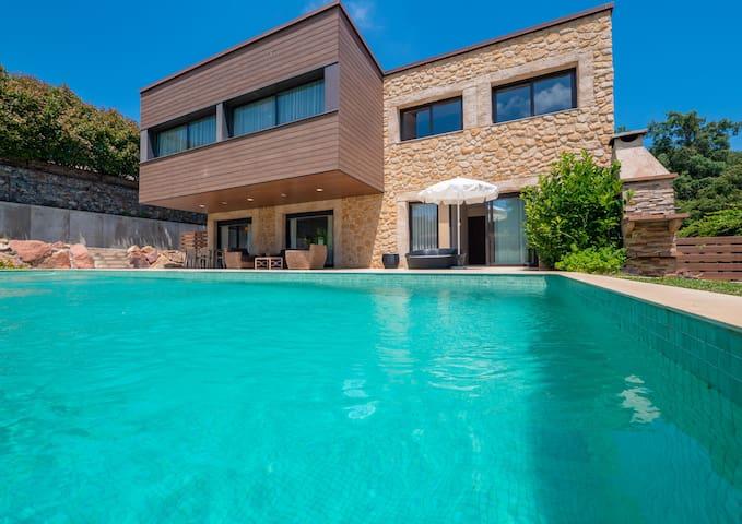 Great Villa 500m2, 2 swimming pools