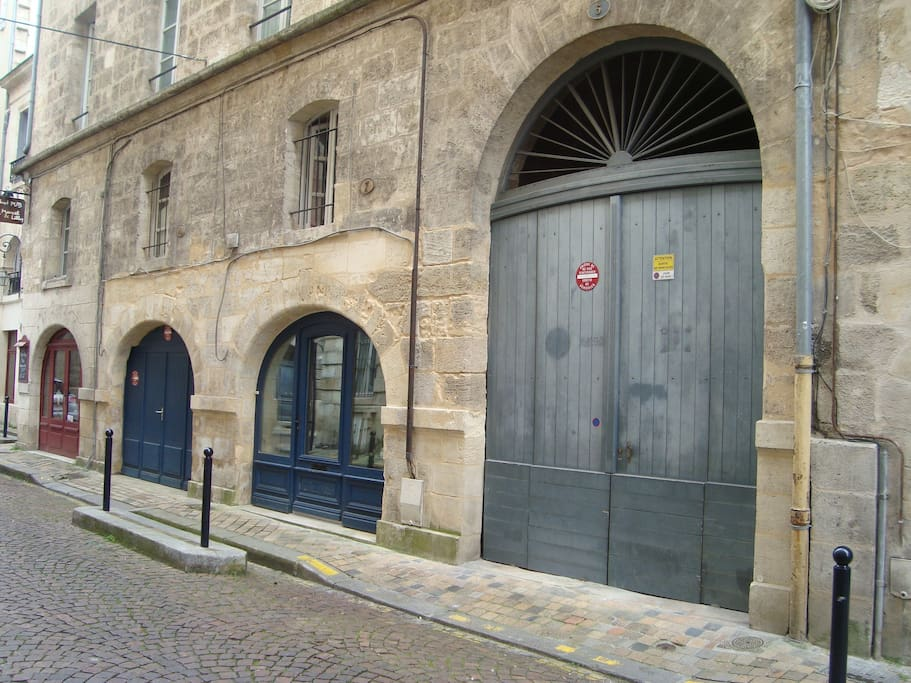 Appartement et son garage dans le triangle d 39 or for Appartement bordeaux triangle d or