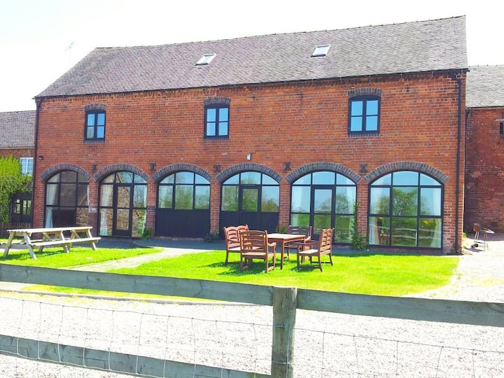 Offley Grove Farm - The Granary  - Barn conversion