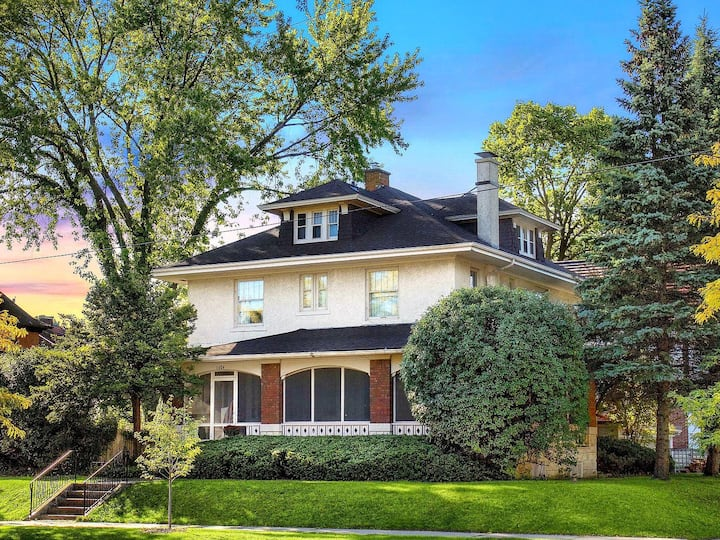 PRE BOOKING!  Historically Modern Events & Lodging