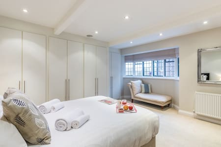 Luxury 2 Bed Apartment, Eton High Street