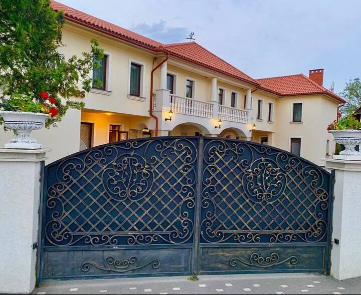 Villa Mitades