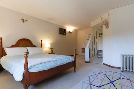 Whole floor to self, own bathroom, close to STUFF! - Nedlands