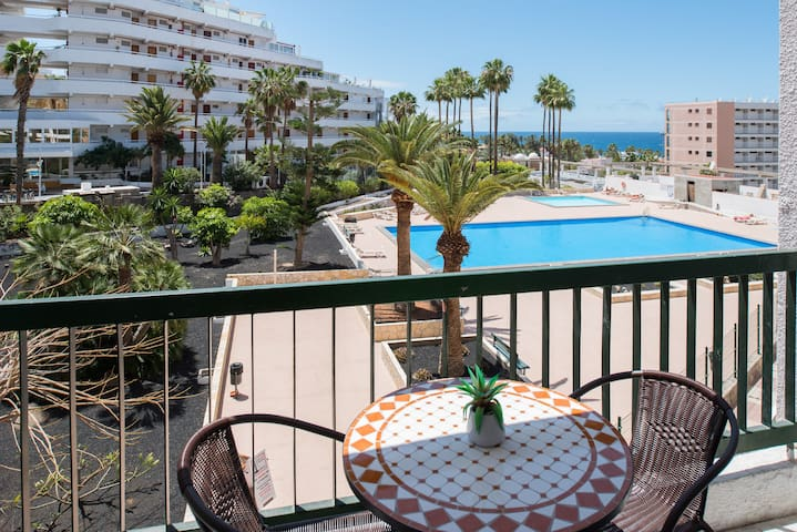 Sea view apartment 100m from the beach