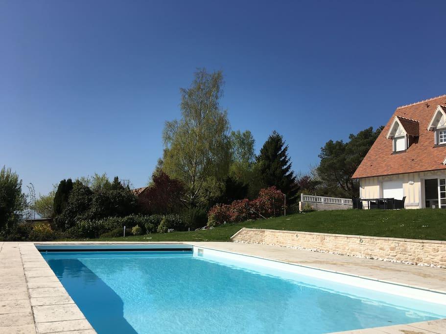 Belle piscine chauffée, sécurisée de 12 m