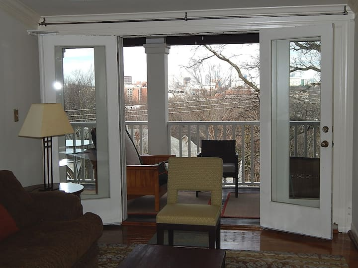 The Perch: spacious, private loft