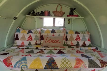1920's Sheep Wagon, Glamping on private 15 acres.