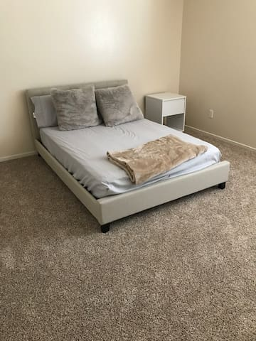 Bedroom in Visalia Females Only