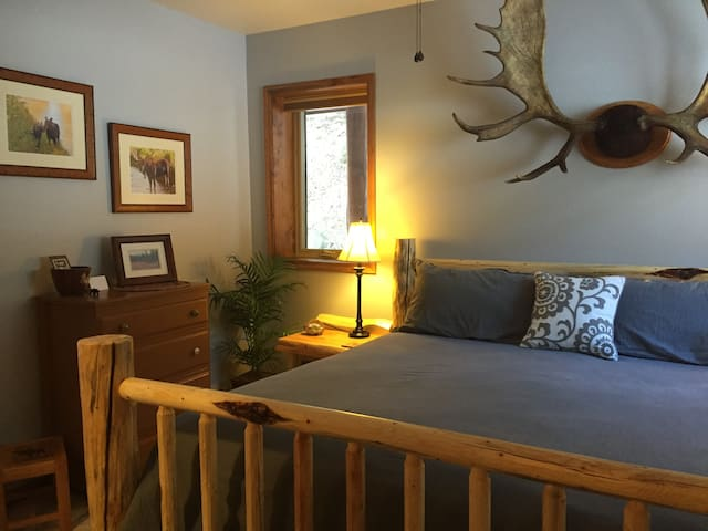 Two Bears Inn - Moose Room