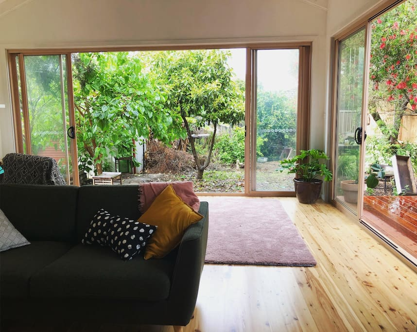 Large, open living area with deck. Heaps of birdlife, trees and peace!