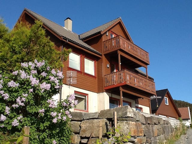 Apartment near sea and Preikestolen - Jørpeland - Apartamento