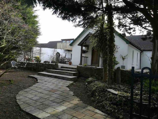 Ballyvester Farm House Cottage (near beach)