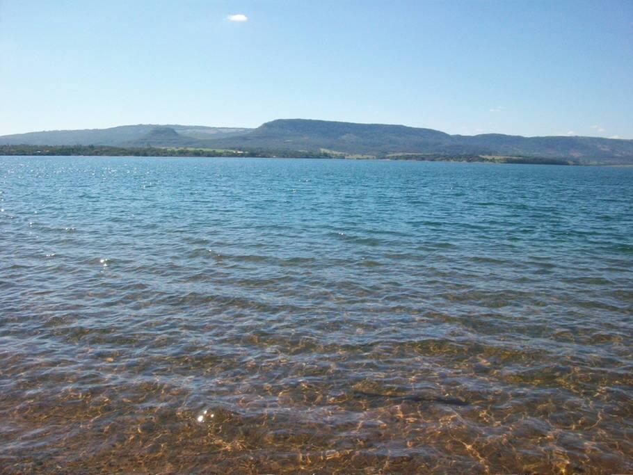 Águas cristalina da represa