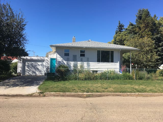 A home Away From Home In Wetaskiwin