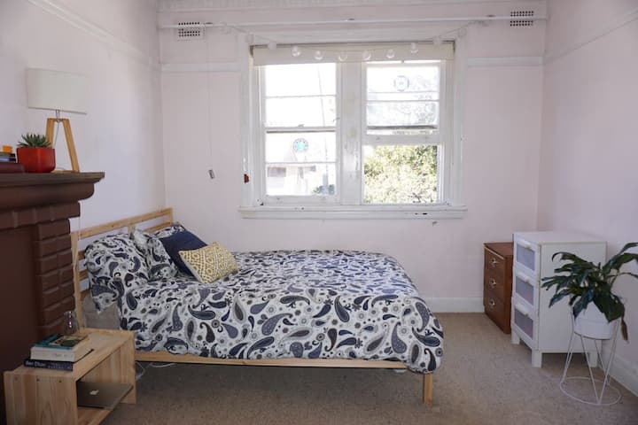 Spacious and bright private room in Bondi Junction