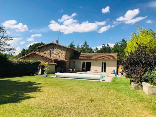 Maison au calme avec piscine et grand jardin