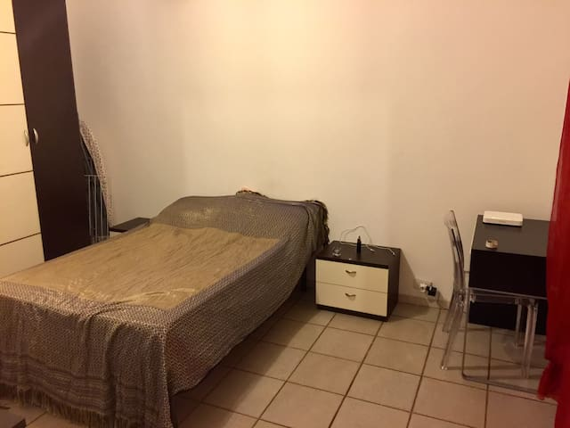 Private room in the heart of Pavia city centre - Pavia - Apartment
