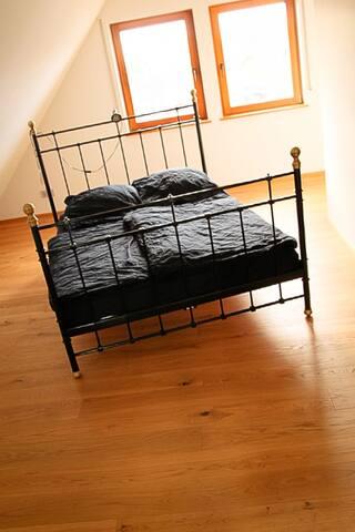 helle 140 m² Wohnung mit 3 Schlafzimmern, 2 Bädern
