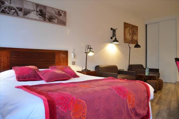 Chambre avec petit coin salon Accès au SPA OFFERT- village authentique bord de mer, Face au Fort Boyard