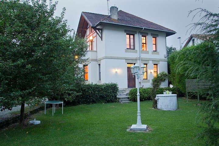 casa con jardín - Unquera
