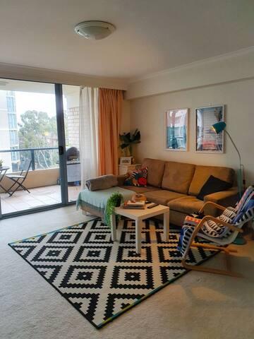 Spacious room in cozy apartment in Maroubra,Sydney