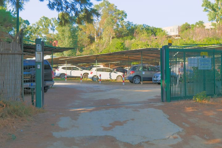 Cancello automatico parcheggio.