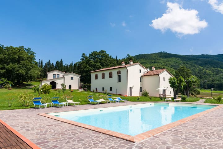 Apartamento en casa de campo del siglo 16 en un lugar mágico, con piscina