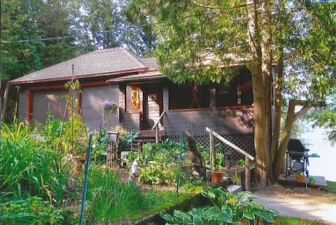 Owl's Head Lakeside Cottage