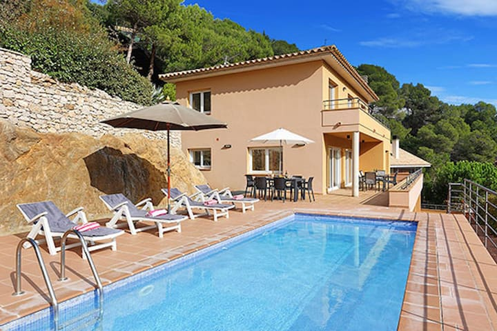 In one of the most exclusive places of the Costa Brava, we found this fantastic property,