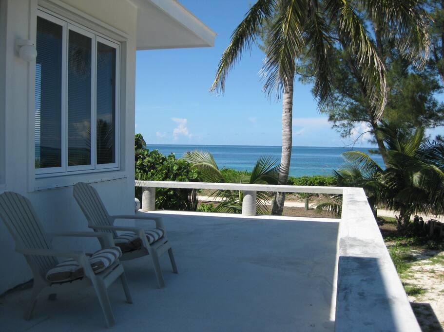 Exterior wrap-around porch , Seashell cottage