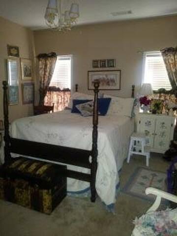 Guest Room #2 Queen Bed