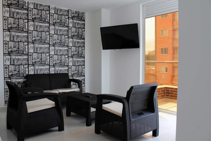 Modern & Spacious Penthouse in Excellent Location