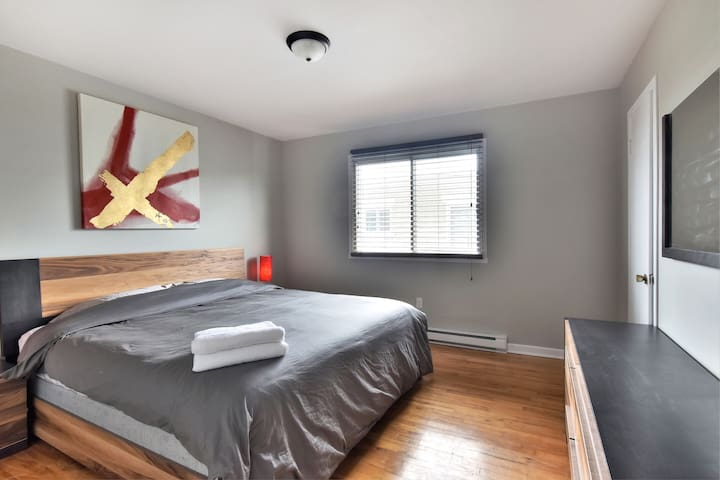 Beautiful close to the river 2bedroom parking&wifi