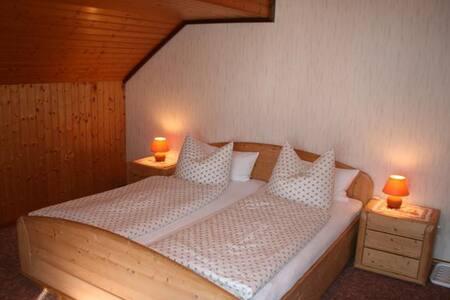 Haus Edelweiß (Zimmer), (Todtnau-Herrenschwand), Doppelzimmer 1 mit Balkon, Dusche und WC