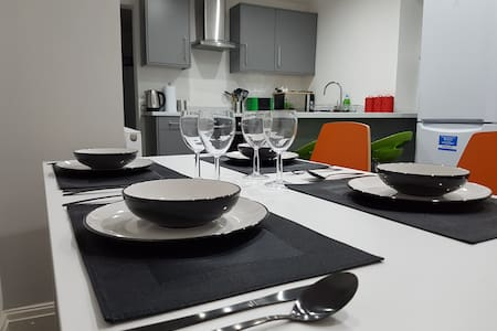 2) 8-min to Centre. Clean, Sharp and Modern Rooms! - Liverpool - Rumah