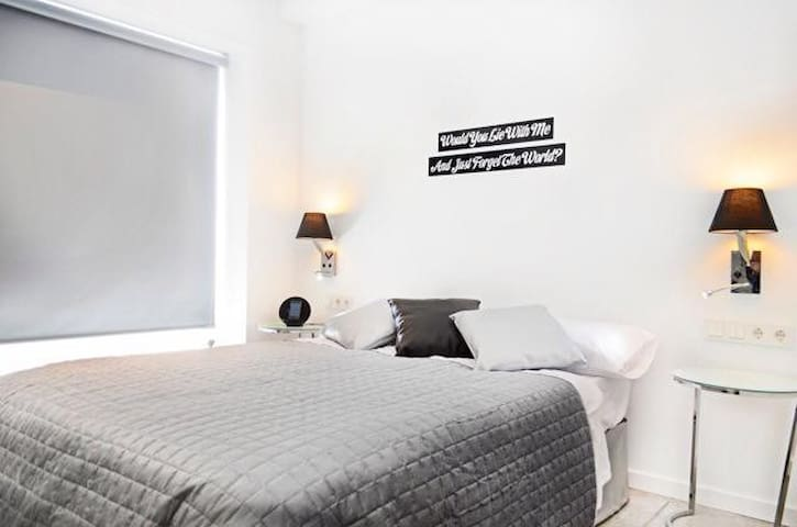 Two rooms with a private bathroom, Gran Via 15F