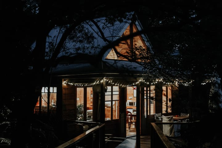 "Maleny: ""the Bower"" - rustique rainforest retreat"