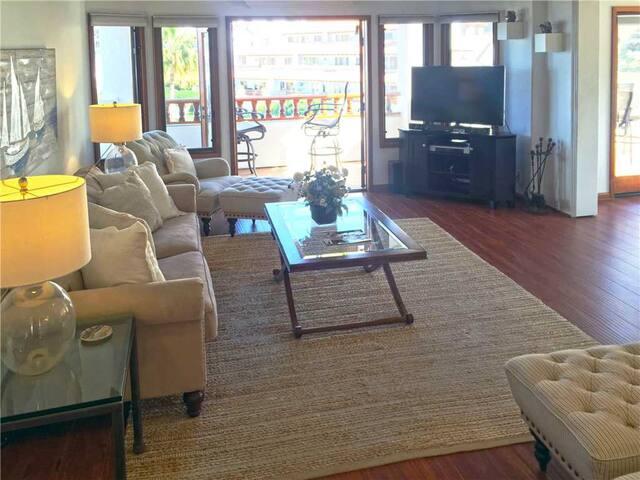 Spacious End Villa, Large Balcony, Wood Floors, New Mattresses, 6 Steps - Hamilton Cove Villa 13-45