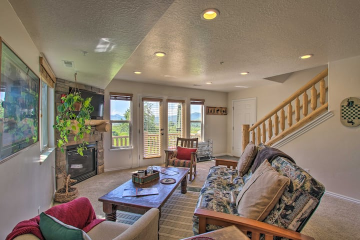Eden Condo w/ Balcony, Fireplace & Mtn Views!
