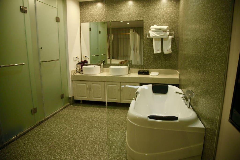 套房卫生间