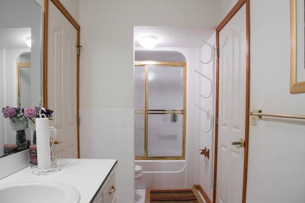Lexington access to shared bathroom.