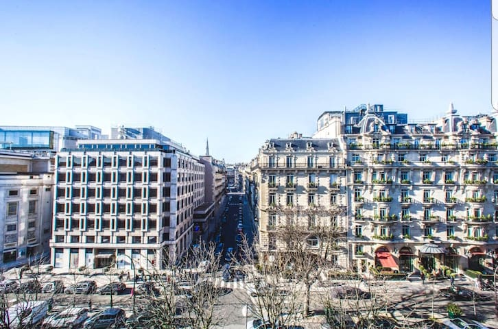 Cozy 2 bed apartment at 3 min from Champs Elysees