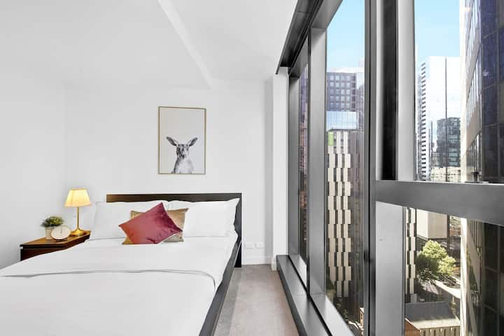 A Modern & Cozy Apt Near Melbourne Central