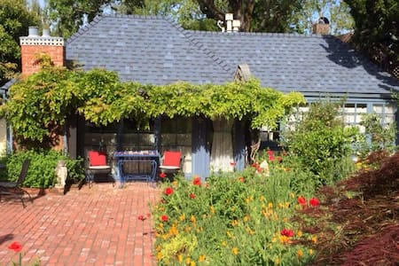 Wine Country Historic Town Cottage