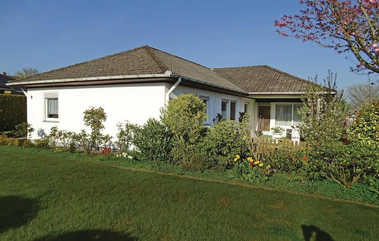 Holiday cottage with 5 bedrooms on 130 m² in Steinbergkirche