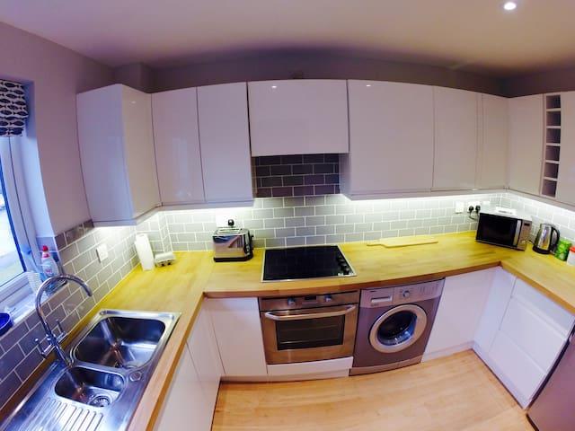 2 Bedroom Modern Cottage (sleeps 6) - Hamble-le-Rice - Hus